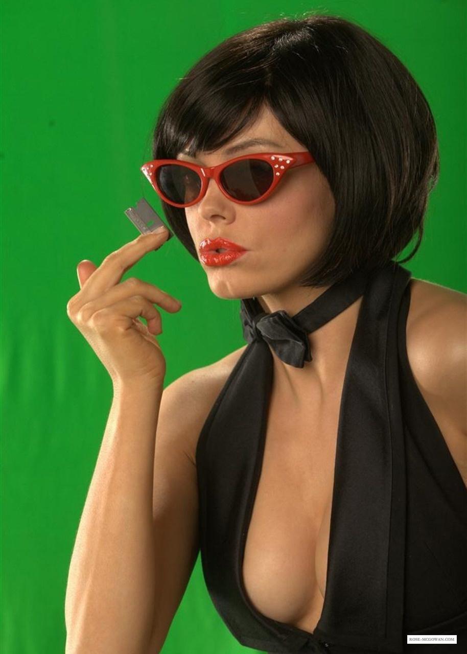 http://eddieraysmoviereviews.files.wordpress.com/2011/01/machete-promos_001.jpg