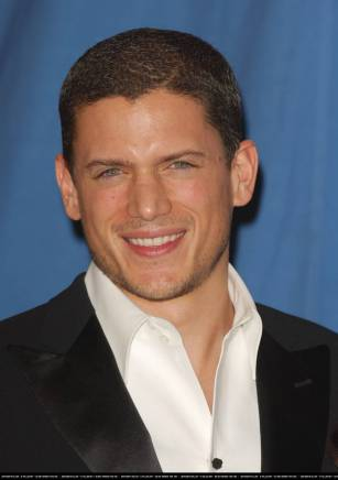The-32nd-Annual-People-s-Choice-Awards-wentworth-miller-19130794-1200-1708