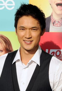 Harry-Shum-Jr-glee-14224563-800-1167