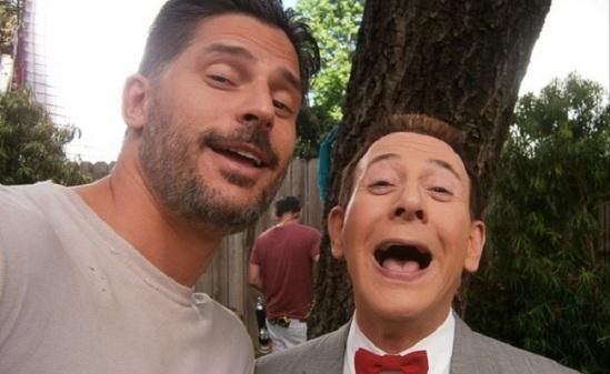Netflix-Pee-wees-Big-Holiday-Instagram-Selfie-Set-Photo